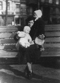 Irma Eckler e suas filhas (Irene e Ingrid )